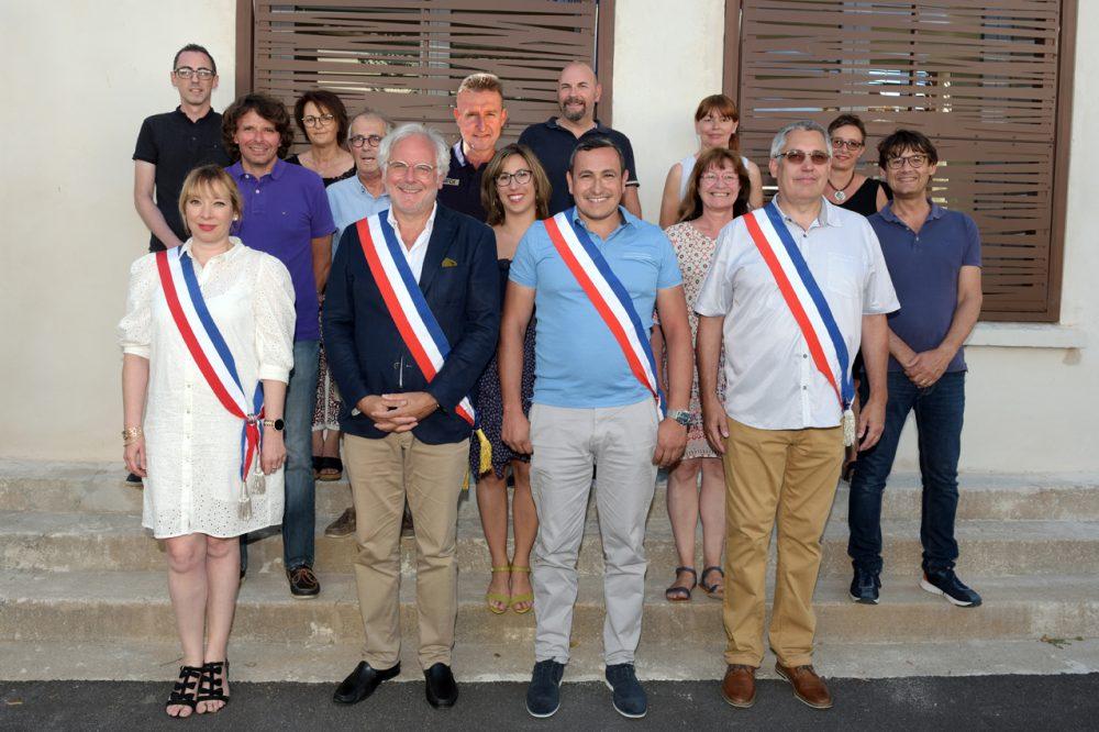 Michel Thiriet, maire de Tresserre entouré de ses Adjoints, Jean-Baptiste Trilles, Stéphanie Planes et Darren Rigby, et les élus du Conseil Municipal.