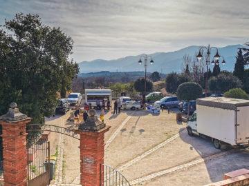 Marché, Place des Oliviers, Tresserre avec vue sur les Albères